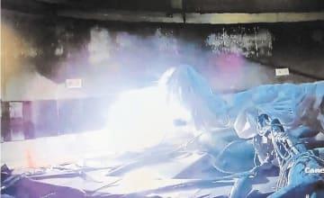 放射性物質の飛散防止のため行われたレーザー除染の試験の様子