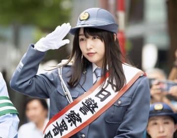 警視庁麻布署の一日署長を務める女優の桜井日奈子さん=7日午後、東京都港区