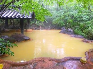 黄金色の混浴露天「こぶしの湯」
