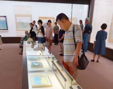 竹喬の色彩鮮やかな優品が並ぶ会場