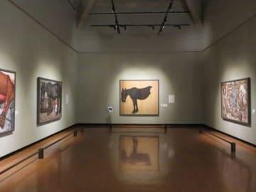 神田日勝記念美術館の内観 正面の絵は「馬(絶筆・未完)」=神田日勝記念美術館提供