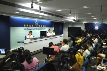 香港警察、8月の空港での暴力事件で12人逮捕