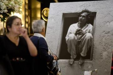追悼行事で飾られたフランシスコ・トレド氏の遺影=6日、メキシコ市(AP=共同)