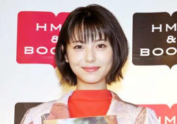 「浜辺美波 2020カレンダーブック」の出版記念イベントに登場した浜辺美波さん