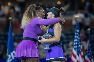 「全米オープン」でのセレナ(左)とアンドレスク(右)