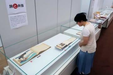 「お弁当」にまつわる浮世絵やレシピ集、学術論文などを集めた資料展示(精華町・国立国会図書館関西館)