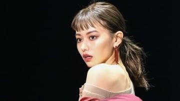 「マイナビ presents 第29回 東京ガールズコレクション 2019 AUTUMN/WINTER」に登場した山本舞香さん