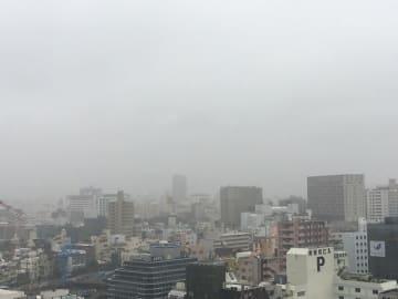 雨が降ったり、止んだりのぐずついた天気でした。本島地方は明日も曇天が続きそうです。