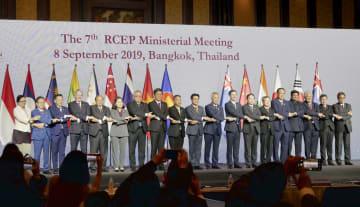 東アジア地域包括的経済連携(RCEP)の参加国の閣僚ら=8日、バンコク(共同)