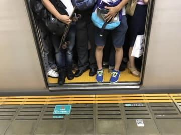 「電車の混雑で気持ち悪くなった」と体調不良を訴える声もありました。(画像はイメージ)