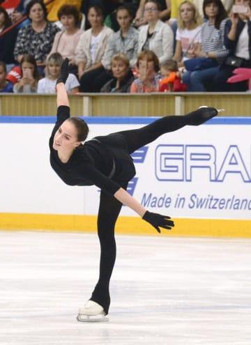 今季のフリーの演技を一般公開するフィギュアスケート女子ロシアのアリーナ・ザギトワ=モスクワ(共同)