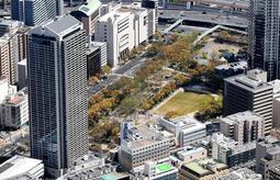 「こども図書館神戸(仮称)」の建設候補地に挙がっている東遊園地周辺=2019年4月、神戸市中央区