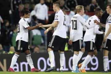 北アイルランド戦でチーム2点目を喜ぶドイツの選手たち=9日、ベルファスト(AP=共同)