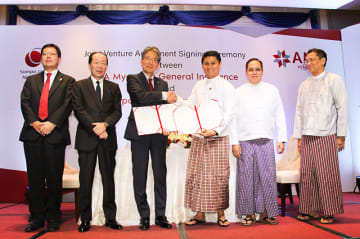 On hand at a ceremony in Yangon on Saturday to establish a joint insurance firm are Keiji Okada (3rd from L), chief representative of Sompo Japan Nipponkoa Insurance Co.'s Yangon office, and Myo Min Thu (4th from L), managing director of AYA Myanmar