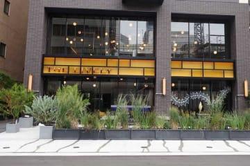 ホテル外観。大阪メトロの中央線・堺筋線の堺筋本町駅から徒歩すぐ(ザ ライブリー)