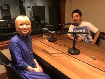 左から新井見枝香さん、高須光聖
