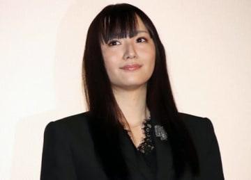 映画「かぐや様は告らせたい~天才たちの恋愛頭脳戦~」の公開初日舞台あいさつに登場した浅川梨奈さん
