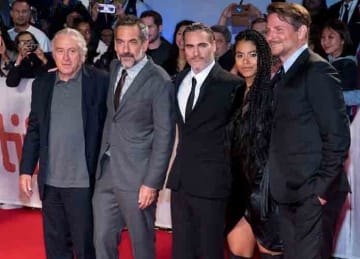 Robert De Niro,Todd Phillips,Joaquin Phoenix,Zazie Beetz,Bradley Cooper