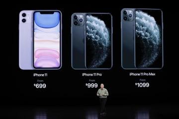 発表会で披露された「iPhone」の新型「11」の3機種=10日、クパチーノ(ロイター=共同)