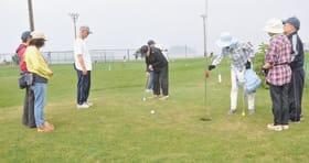 会員や障害者らが交流を深めたハートフルパークゴルフ