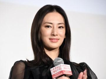 劇中では年下の妻を演じた北川景子