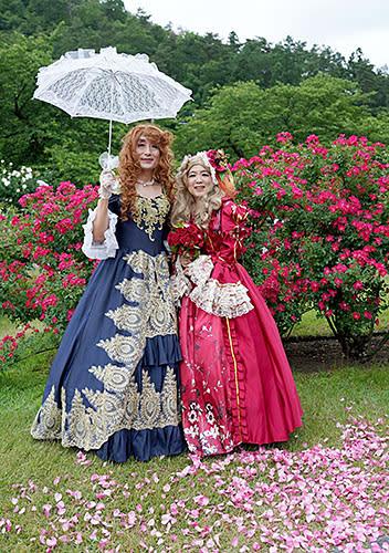 6~7月のバラまつりでも好評だった貴婦人気分を味わえる写真撮影会。今回も引き続き開催する=村山市・東沢バラ公園