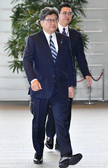 文科相に決まり、首相官邸に入る萩生田光一氏=11日午後