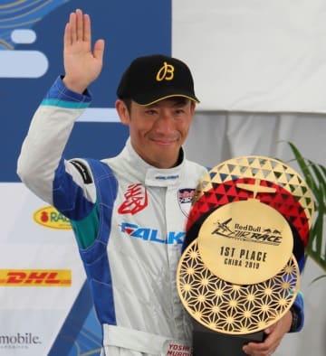 2019年9月8日と9日に行われた「レッドブル・エアレース・ワールドチャンピオンシップ」に出場したエアレース・パイロットの室屋義秀さん
