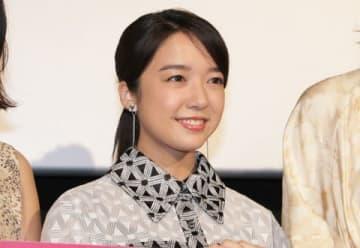 映画「スタートアップ・ガールズ」の公開記念舞台あいさつに登場した上白石萌音さん