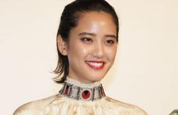 映画「スタートアップ・ガールズ」の公開記念舞台あいさつに登場した山崎紘菜さん
