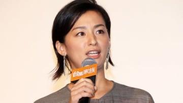 映画「台風家族」の初日舞台あいさつに登場した尾野真千子さん