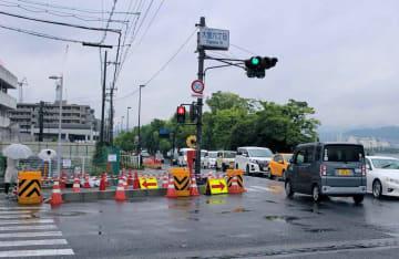 防護柵の設置など安全対策が施された事故現場(今年6月、大津市大萱6丁目)