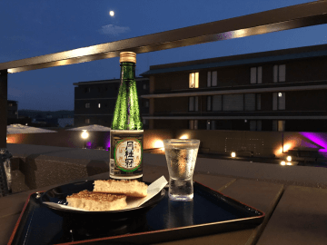 亀屋陸奥の代表銘菓「松風」と「月桂冠特選本醸造」のマリアージュ
