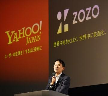 ZOZO買収について記者会見するヤフーの川辺健太郎社長=12日午後、東京都内