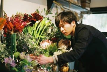 今泉力哉監督と初タッグを組む主演映画『mellow』で花屋店主を演じる田中圭 - (C)2020「mellow」製作委員会