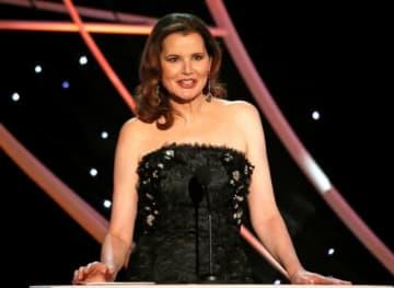 米女優で活動家のジーナ・デイヴィスは、フランスのドービル映画祭で、ハリウッドで映画制作に関わる女性の数は「恥ずかしいほど」少ないと語った。写真は2018年1月、ロサンゼルスで撮影 - (2019年 ロイター/Mario Anzuoni)