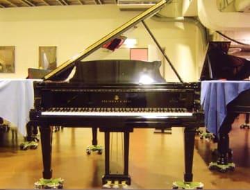 長井高で受け継がれているスタインウェイ社製ピアノ(実行委員会提供)