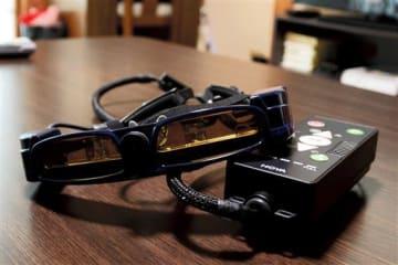 光学機器大手のHOYA(東京)が開発した暗所視支援眼鏡「HOYA MW10 HiKARI」=熊本市東区