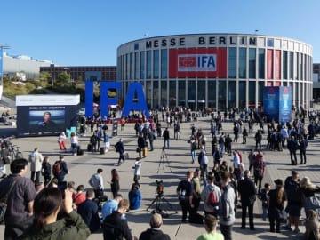 ドイツ・ベルリンで開催された「IFA2019」会場。会期中には約245,000人が訪れた・Natsuko Abe/BuzzFeed