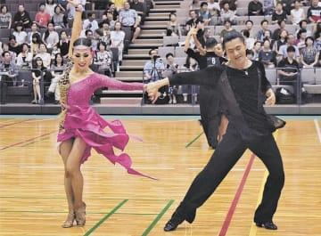 ダイナミックなダンスで観客を魅了した選手たち