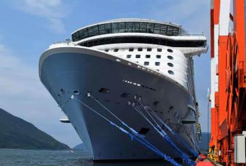 舞鶴港に初入港したクルーズ船「スペクトラム・オブ・ザ・シーズ」