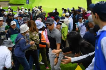 女子ツアーに負けるな!北海道が男子選手のプレーで盛り上がる(撮影:佐々木啓)