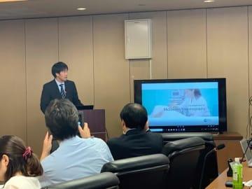 会見で検査機の説明をするIGS社の木村建次郎氏(写真:ラジオ関西)