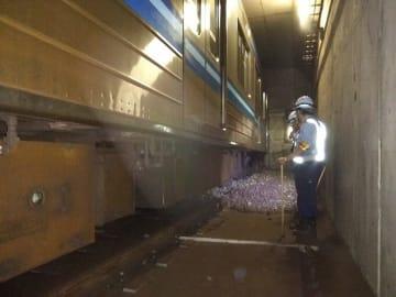 引き込み線の壁に衝突した横浜市営地下鉄ブルーラインの列車=29日午前、横浜市泉区の踊場駅(同市提供)