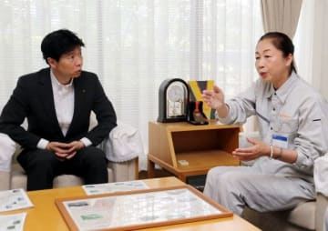 伊原木知事に復旧支援を求める池田市長(右)
