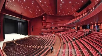 国内最大級の広さの高崎芸術劇場の舞台