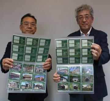 【県建築士会が作成した登録有形文化財のトレーディングカード=三重県庁で】