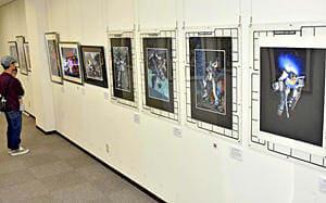 開田さんが手掛けたガンダムなどの原画が並ぶ展覧会