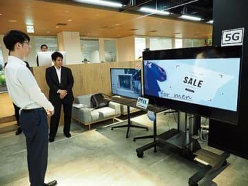 Intelligent Displayのデモ。4Gで遅れている広告表示が5Gの画面では高速で表示される