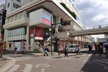 11月に「マクドナルド万代シテイ店」がオープンする万代シルバーホテルビル=13日、新潟市中央区